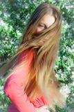 Muchacha con el pelo que se convierte en el viento Imagenes de archivo