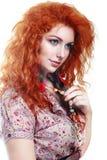 Muchacha con el pelo rojo rizado Fotografía de archivo