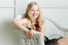 Muchacha con el pelo rubio largo Fotos de archivo libres de regalías