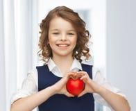 Muchacha con el pequeño corazón Imágenes de archivo libres de regalías