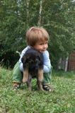 Muchacha con el perrito Fotos de archivo libres de regalías
