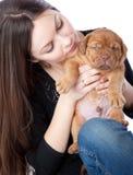 Muchacha con el perrito de Dogue de Bordeaux Imágenes de archivo libres de regalías