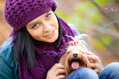 Muchacha con el perro Foto de archivo libre de regalías