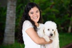Muchacha con el perro blanco Imágenes de archivo libres de regalías