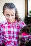 Muchacha con el perro de perrito Fotos de archivo libres de regalías