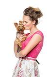 Muchacha con el perro del yorkie Fotografía de archivo