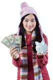 Muchacha con el piggybank y los billetes de dólar Fotos de archivo libres de regalías