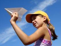 Muchacha con el plano de papel imagen de archivo