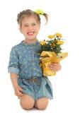 Muchacha con el pote de flores Fotos de archivo libres de regalías