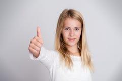 Muchacha con el pulgar para arriba Imagen de archivo libre de regalías