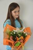 Muchacha con el ramo de la flor Imágenes de archivo libres de regalías