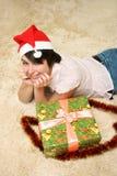 Muchacha con el rectángulo del día de fiesta Foto de archivo libre de regalías