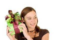 Muchacha con el regalo foto de archivo