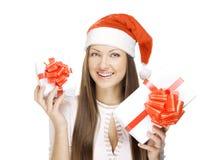 Muchacha con el regalo de la Navidad Imagenes de archivo