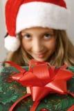 Muchacha con el regalo rojo Fotos de archivo