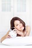 Muchacha con el reloj de alarma Fotografía de archivo