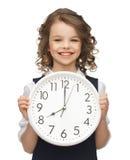 Muchacha con el reloj grande Imágenes de archivo libres de regalías