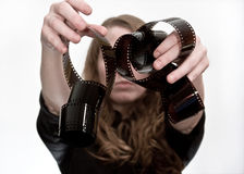 Muchacha con el rodillo de la película Fotos de archivo