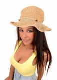Muchacha con el sombrero de paja Fotos de archivo libres de regalías