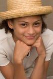 Muchacha con el sombrero de paja Foto de archivo libre de regalías