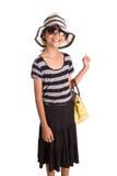 Muchacha con el sombrero del verano, las gafas de sol y el bolso V Foto de archivo libre de regalías