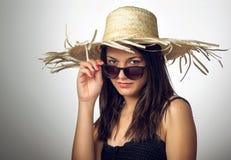 Muchacha con el sombrero II de Staw Imagen de archivo libre de regalías