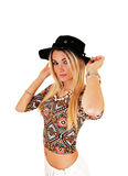 Muchacha con el sombrero negro. Imágenes de archivo libres de regalías