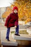 Muchacha con el sombrero rojo Imagenes de archivo