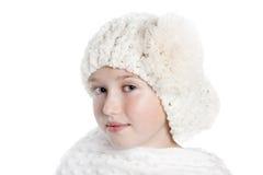 Muchacha con el sombrero y el mantón blancos Imagen de archivo libre de regalías