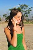 Muchacha con el teléfono imagen de archivo