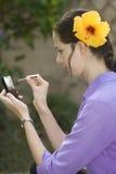 Muchacha con el teléfono del tacto Fotografía de archivo