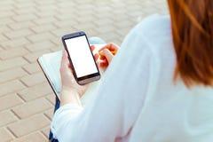 Muchacha con el teléfono a disposición Imagen de archivo libre de regalías