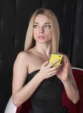 Muchacha con el teléfono móvil Foto de archivo