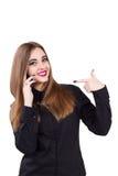 Muchacha con el teléfono móvil a disposición Estilo del asunto Foto de archivo