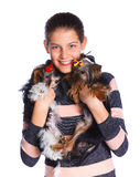 Muchacha con el terrier de Yorkshire Foto de archivo