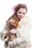 Muchacha con el terrier de yorkshire en blanco aislado Imagen de archivo libre de regalías