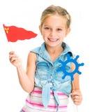 Muchacha con el timón y la bandera Fotografía de archivo libre de regalías