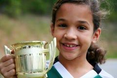 Muchacha con el trofeo foto de archivo
