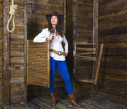 Muchacha con el vaquero del arma Fotografía de archivo libre de regalías