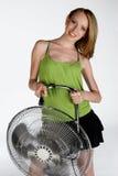 Muchacha con el ventilador eléctrico Fotos de archivo