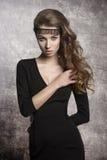 Muchacha con el vestido elegante de la moda Imagenes de archivo