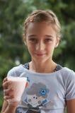 Muchacha con el vidrio de yogur Fotos de archivo