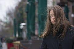 Muchacha con el viento en su pelo Fotografía de archivo