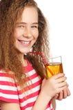 Muchacha con el zumo de manzana Fotografía de archivo libre de regalías