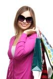 Muchacha con estilo con los bolsos de compras imagenes de archivo
