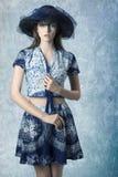 Muchacha con estilo de moda del verano imágenes de archivo libres de regalías