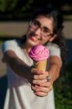 Muchacha con helado en la naturaleza Imágenes de archivo libres de regalías