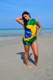 Muchacha con la bandera brasileña. Fotografía de archivo libre de regalías
