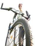 Muchacha con la bicicleta Fotos de archivo libres de regalías