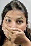 Muchacha con la boca cubierta Fotografía de archivo